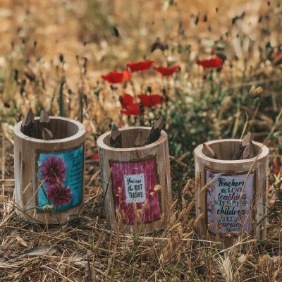 Μολυβοθήκη ξύλινη λουλουδάκια για τη δασκάλα/o